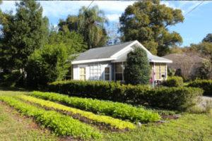 "A Fleet Farming ""farmlette"" at a private residence. Photo from Fleet Farming's website."
